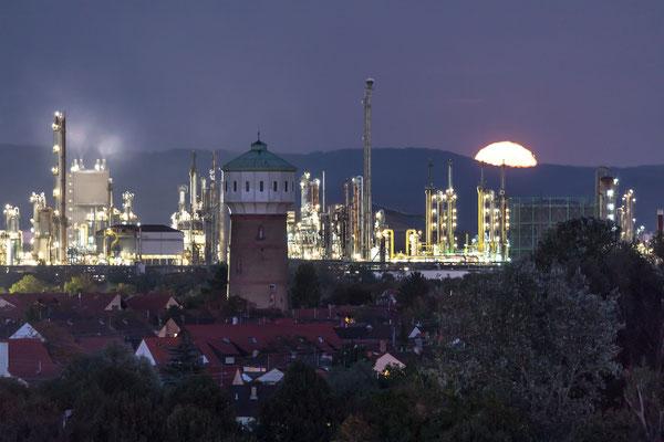 Vollmondaufgang hinter der BASF