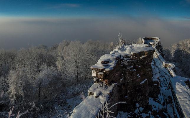 Wegelnburg in winterlicher Vollmondnacht