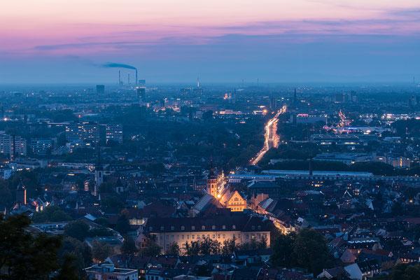 Blaue Stunde über Karlsruhe