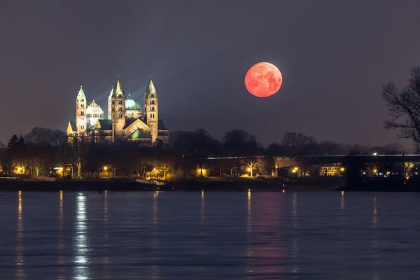 Monduntergang hinter dem Speyerer Dom