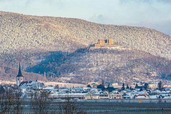 Winterliche Pfalz: Blick auf Hambacher Schloss