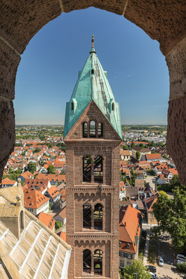 Blick vom Turm des Speyerer Doms auf sein Gegenüber