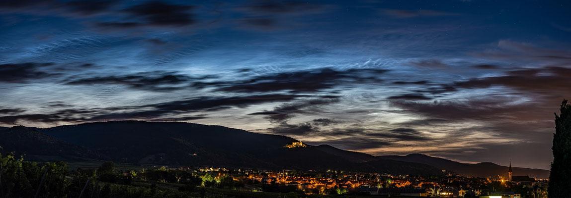 Leuchtende Nachtwolken über Maikammer
