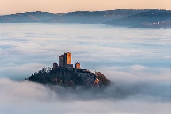 Burg Trifels über dem Nebel, 90 x 60 cm, Acryl-Fineart, Rückseitige Hängung mit Auminiumschiene, 230 €