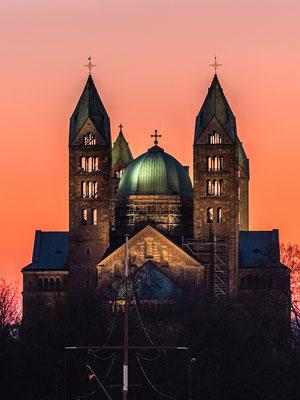 Schmale Mondsichel am Speyerer Dom