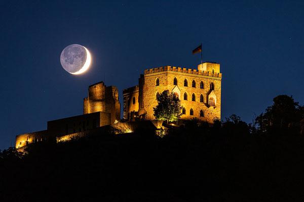 Monduntergang hinter dem Hambacher Schloss