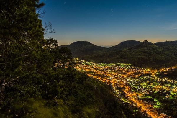 Annweiler und Trifels im Licht des Vollmondes