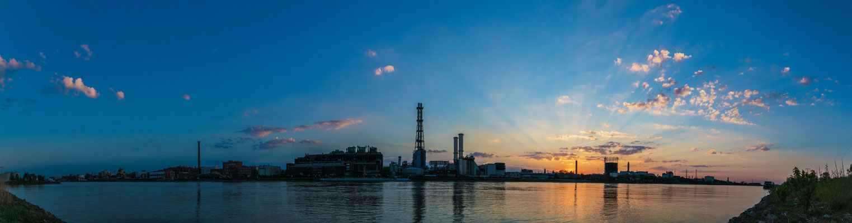 Panoramaaufnahme BASF kurz nach Sonnenuntergang