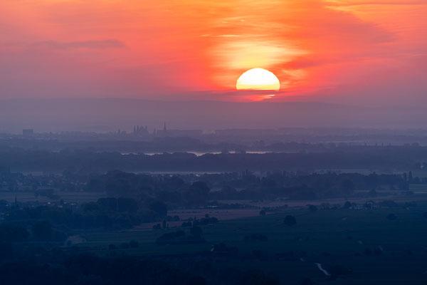 Sonnenaufgang am Siegesdenkmal