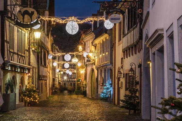 Weihnachtlich beleuchtete Altstadt