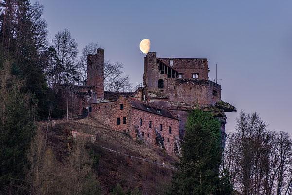 Monduntergang hinter der Burg Spangenberg