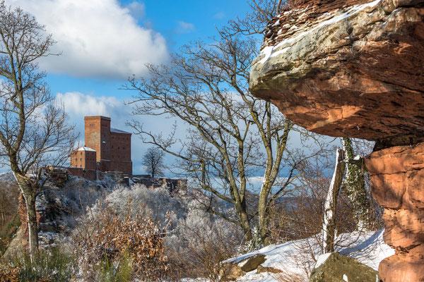 Burg Trifels und Reste der Ruine Anebos im Vordergrund
