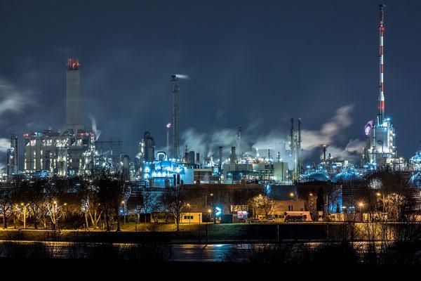BASF im Nachtlicht