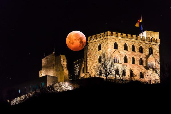 Blutmond (Mondfinsternis) hinter dem Hambacher Schloss, 100 x 75 cm, Acryl-Fineart, Rückseitige Hängung mit Auminiumschiene, 260 €
