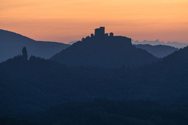 Burg Trifels im ersten Licht