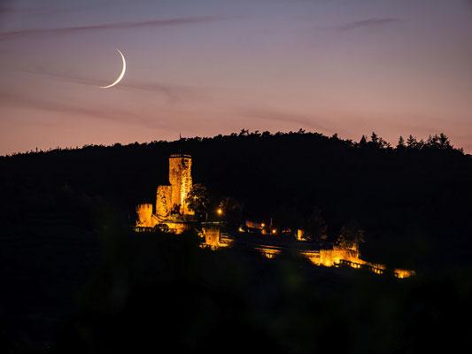 Mondsichel hinter der Wachtenburg