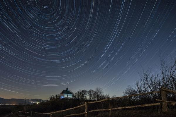 Startrail (Langzeitbelichtung von Sternen) an der Kleinen Kalmit