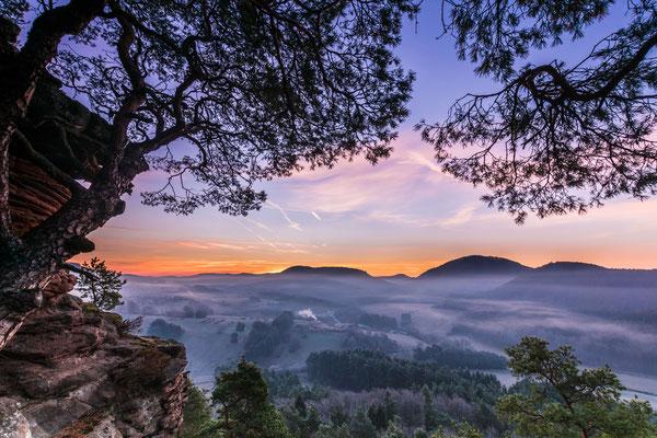 Nahender Sonnenaufgang am Dickenbergturm