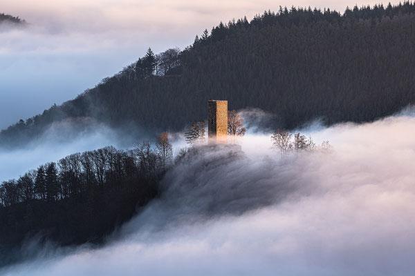 Burg Münz im Nebelmeer