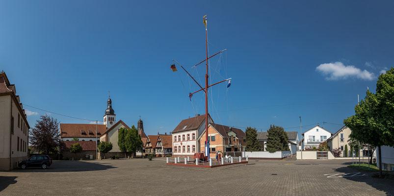 Dorfplatz in Neuburg