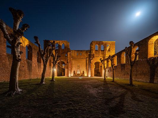 Nachts in der Klosterruine Limburg