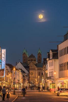 Vollmondaufgang hinter dem Speyerer Dom