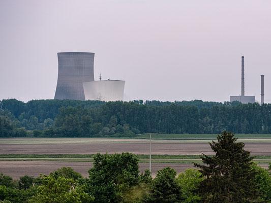 Sprengung der Kühltürme des Kernkraftwerks Philippsburg