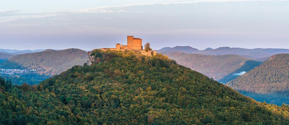 Burg Trifels im ersten Sonnenlicht