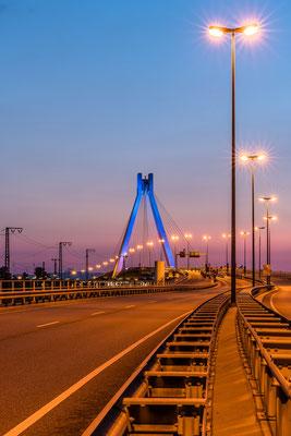 Pylonbrücke bei Ludwigshafen am Abend