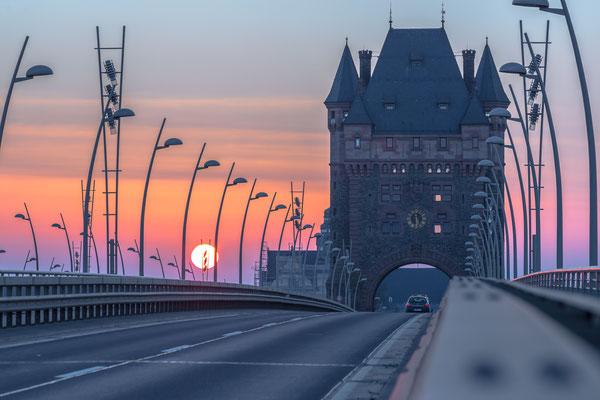 Nibelungenbrücke über den Rhein