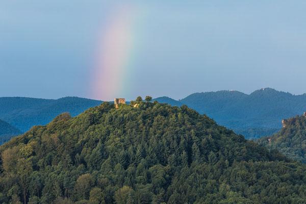 Regenbogen über der Ruine Lindelbrunn
