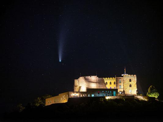 Komet Neowise am Hambacher Schloss