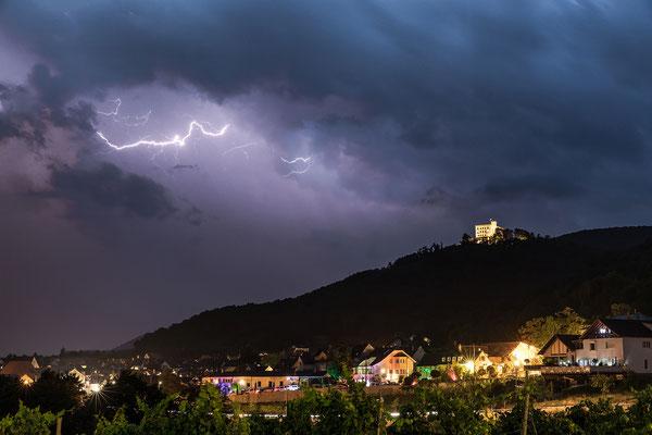 Gewitter über dem Hambacher Schloss