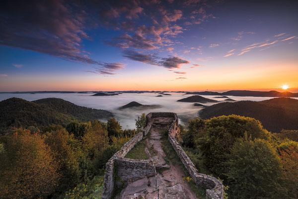 Fantastischer Sonnenaufgang an der Wegelnburg