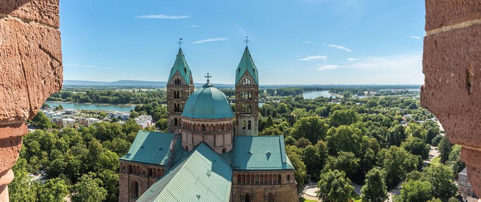 Blick auf den Speyerer Dom vom Turm herunter