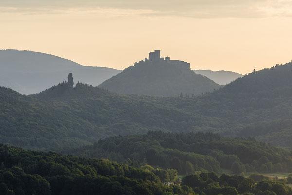 Burg Trifels bei Sonnenaufgang