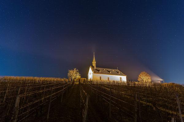 Klausenbergkapelle in klarer Nacht