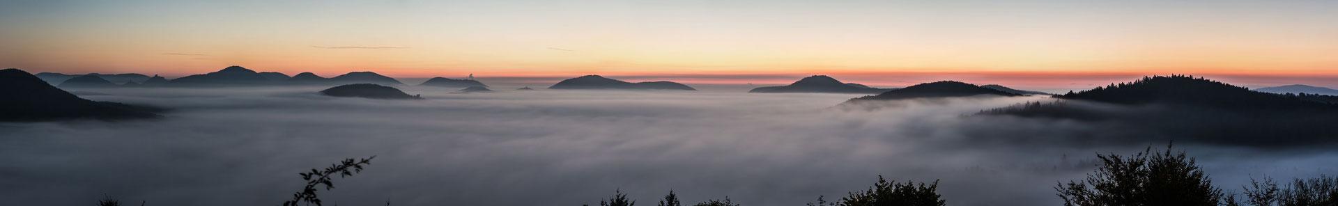 Nächtliche Nebelstimmung auf der Ruine Lindelbrunn