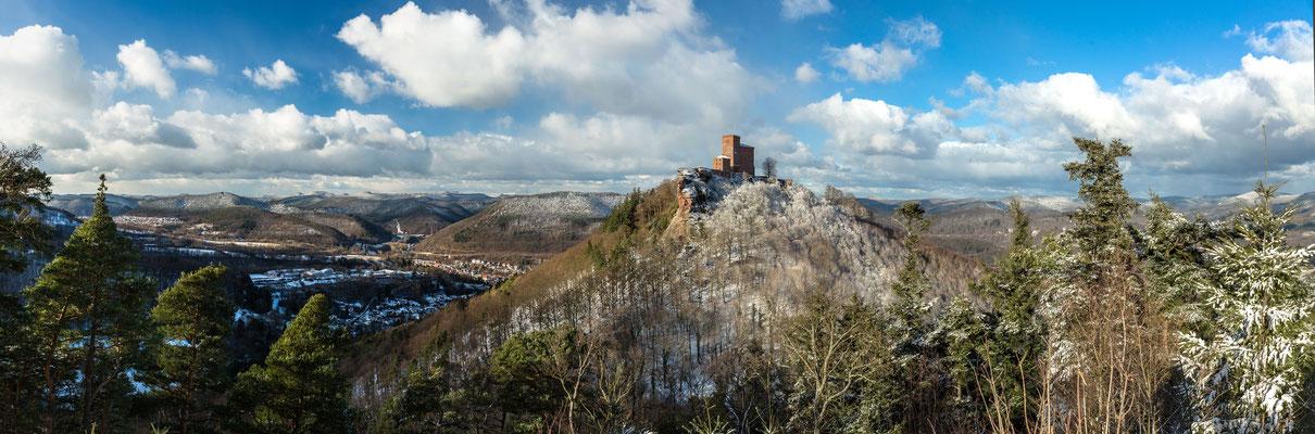 Panoramamaufnahme Burg Trifels und Pfälzerwald