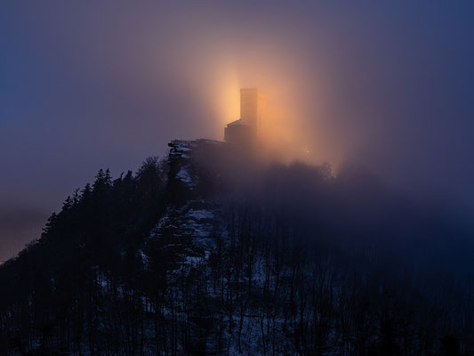 Nebelnacht am Trifels
