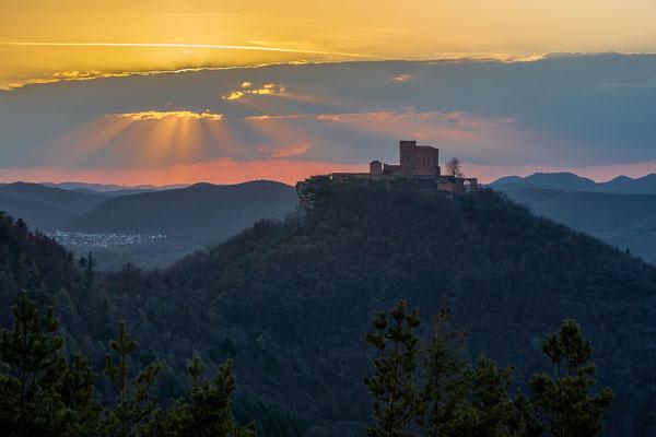 Sonnenuntergang am Trifels