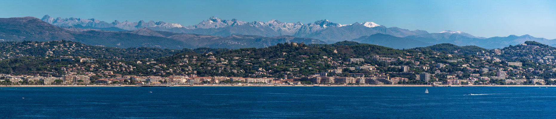 Berge und Meer bei Theoule sur Mer