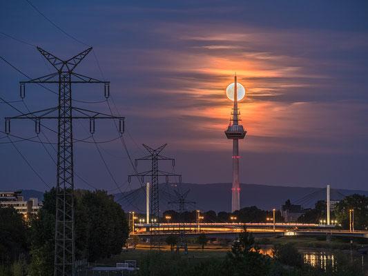 Vollmondaufgang in Mannheim