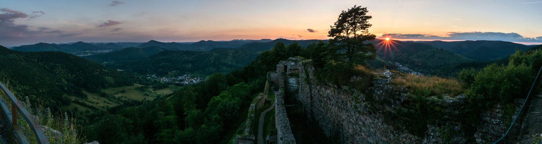 Sonnenuntergang an der Ruine Neuscharfeneck