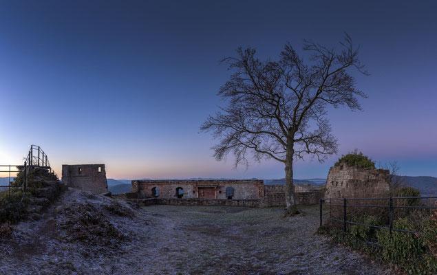 Ruine Lindelbrunn am Wintermorgen