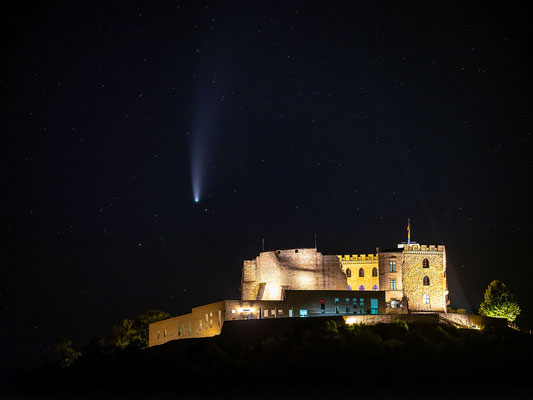 Komet Neowise am Hambacher Schloss, 70 x 50 cm, Aluminium-Wechselrahmen, Fotodruck auf hochwertigem Hahnemühle-Karton mit Passepartout, 170 €