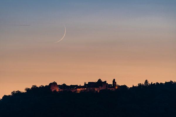 Monduntergang hinter der Ruine Madenburg