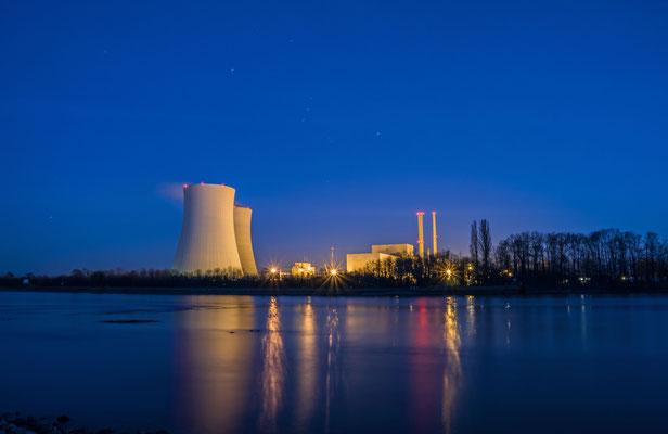 Der Rhein und das Atomkraftwerk Philippsburg