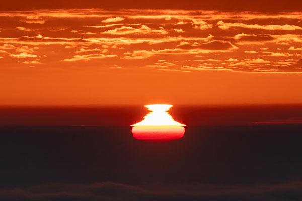 Nebliger Sonnenaufgang an der Rietburg