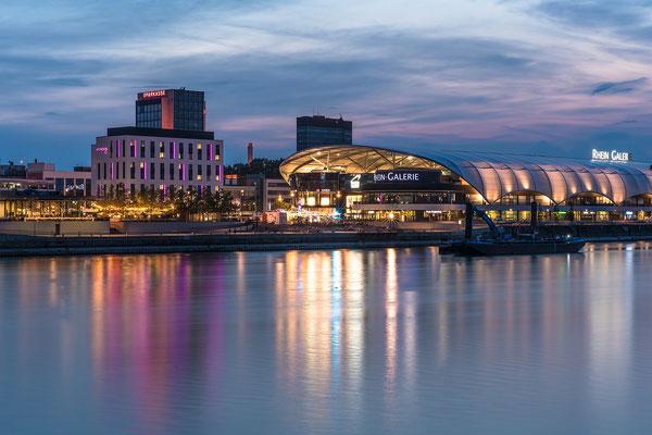 Rheingalerie im Abendlicht